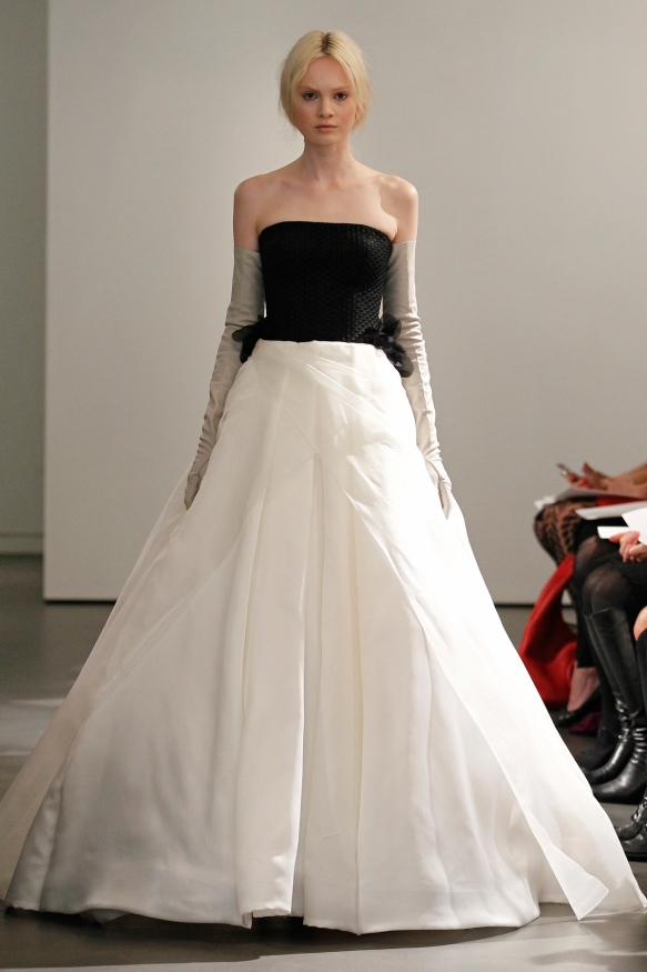 VW-Bride_SS14_runway_Look-15
