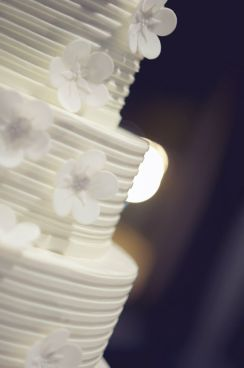 Spiaggia white wedding cake