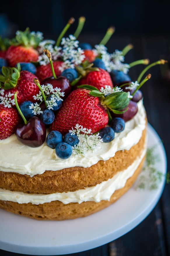 Naked.Cake.Berries